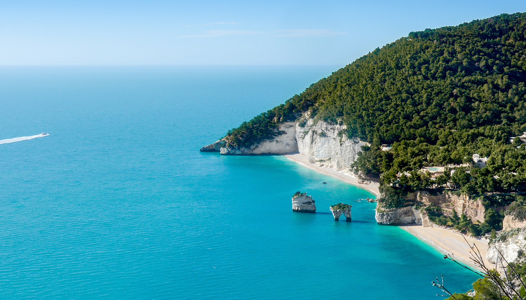 Faraglioni Bay, a suggestive holiday overlooking the sea on the Gargano Promontory